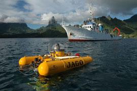 """Das Tauchboot """"JAGO"""" und das neuseeländische Forschungsschiff """"BRAVEHEART"""" vor der Küste von Moorea (Französisch Polynesien). Foto: K. Hissmann, IFM-GEOMAR"""
