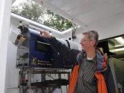 Prof. Dr. Andreas Macke mit dem Mikrowellenradiometer in der neuen Messstation OCEANNET-Atmosphere, Foto:Maike Nicolai, IFM-GEOMAR