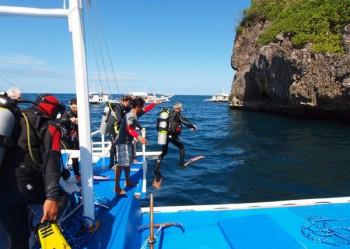 Abtauchen vor Gato Island, Foto: © Sea Explorers