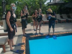 Tauchausbildung am Pool, Foto: © Euro-Divers