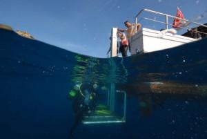 Tauchboot mit Aufzug, Foto: © Euro-Divers