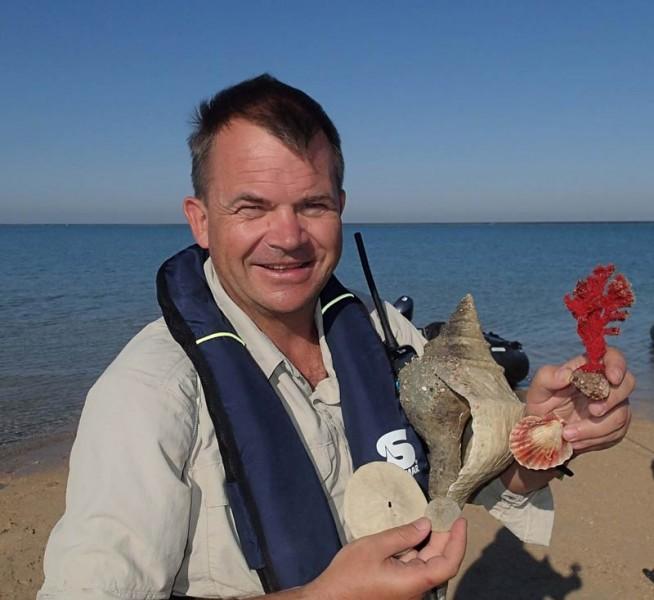 Uli erfurth ist erster zertifizierter sharkschool course for Wirodive