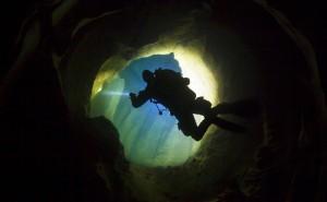 Im Untergrund der südfranzösischen Berge haben sich an einigen Stellen beeindruckende Höhlen gebildet, Foto: © Uli Kunz - www.uli-kunz.com