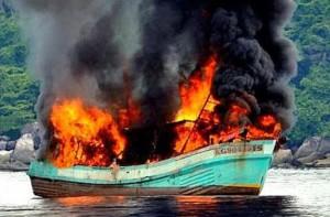 Brennendes Fischerboot