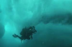 Wellenritt unter Wasser
