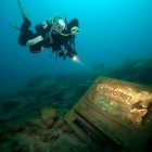 Zigarettenautomat unter Wasser