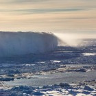 Kante des Eisschelfes in der Atka-Buch