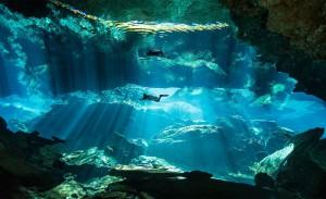 Tauchgang in einer Cenote