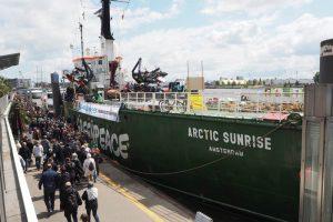 """Die """"Arctic Sunrise"""" im Hamburger Hafen"""